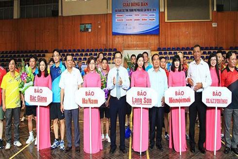 100 nhà báo tranh tài giải bóng bàn các tỉnh phía Bắc