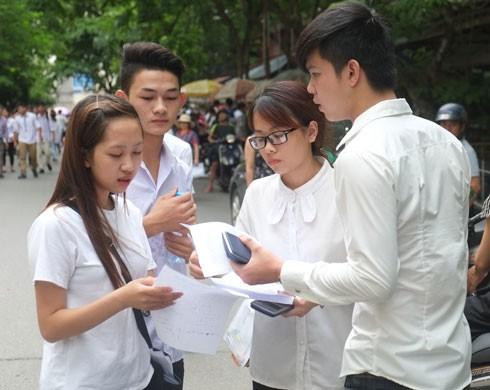 Phụ huynh, học sinh hồi hộp chờ phương án thi 2017