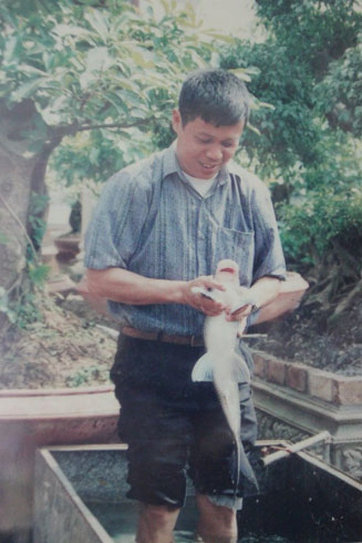 Ông Phiến và con cá Anh Vũ quý hiếm (ảnh tư liệu)