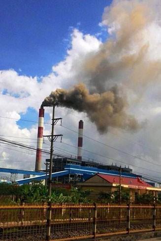 """Người dân Quảng Ninh đang hàng ngày hứng chịu ô nhiễm khói bụi để có những """"công trình đẳng cấp"""""""