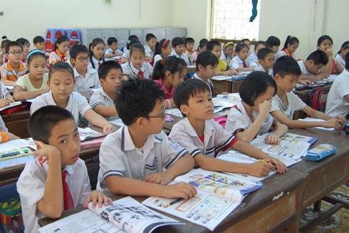 Việt Nam cần một bộ sách giáo khoa phù hợp để nâng cao chất lượng dạy tiếng Anh trong trường học