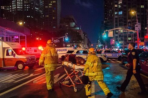 Cấp cứu những người bị thương trong vụ nổ ở New York tối ngày 17-9