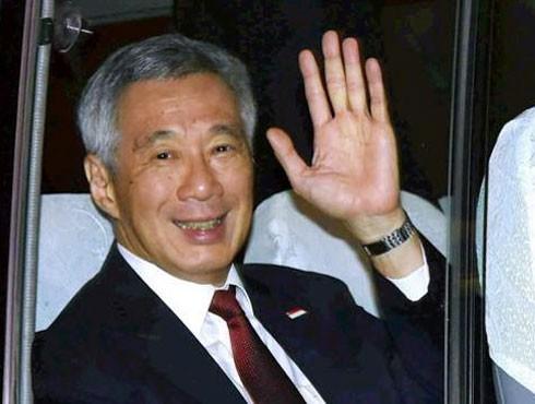 Thủ tướng Lý Hiển Long trên chiếc xe buýt về khách sạn ở Thủ đô New Delhi
