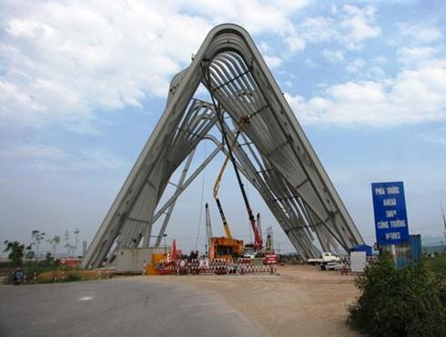 Cổng chào 198 tỷ đồng đang được xây dựng