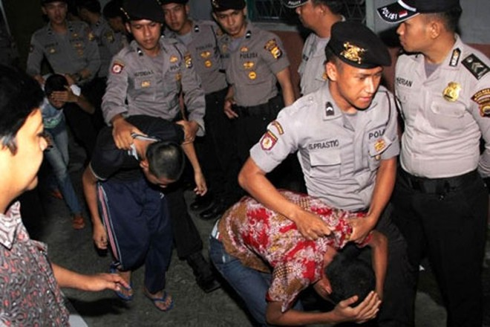 7 đối tượng trong vụ cưỡng bức, sát hại bé gái 14 tuổi ở Indonesia vào tháng 4-2016 bị bắt giữ