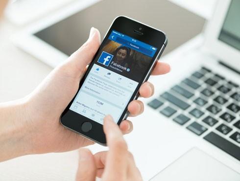 Nhiều người có thể lướt Facebook cả tiếng đồng hồ