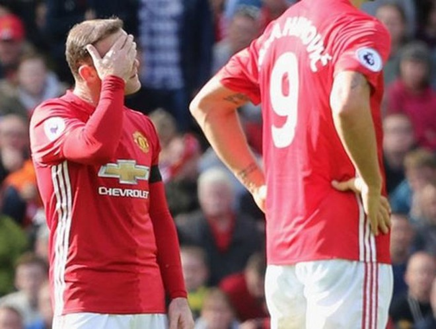 """M.U """"nhức đầu"""" về Rooney"""