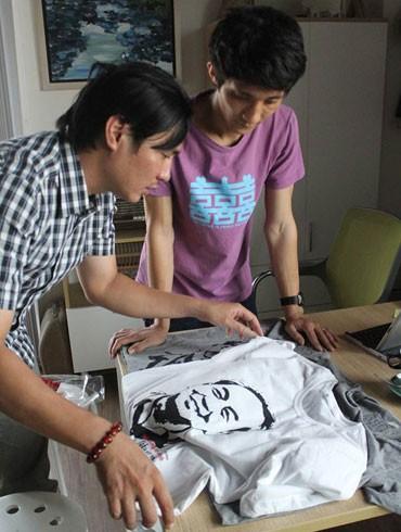 Anh Thanh Tùng (trái) luôn ước vọng đưa bản sắc Việt Nam tỏa sáng cùng thế giới