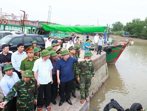 Phó Thủ tướng Trịnh Đình Dũng chỉ đạo phòng chống bão tại Hải Phòng