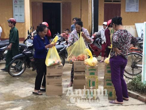 Giúp dân gượng dậy từ vùng lũ