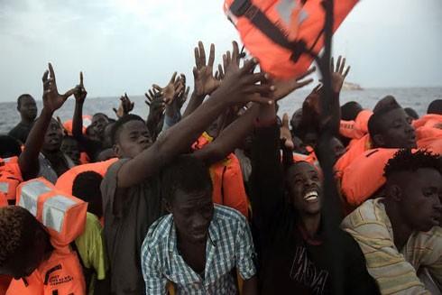 Những người di cư được cứu ở bờ biển ngoài khơi của Libya ngày 4-10 vừa qua