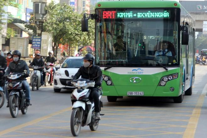 Buýt nhanh (BRT) vẫn bị lấn làn
