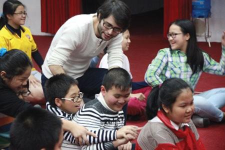 Trường tư ở Việt Nam đang tiến bộ nhanh trong đổi mới dạy tiếng Anh