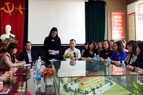Quyết định kỷ luật cách chức Hiệu trưởng và Hiệu phó trường Tiểu học Nam Trung Yên được công bố trước toàn thể cán bộ, giáo viên nhà trường