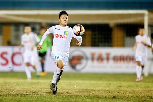 Tiền vệ 20 tuổi Nguyễn Quang Hải (CLB Hà Nội) ghi nhiều bàn thắng đẹp mắt tại V-League 2017