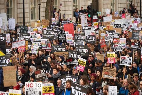 Đông đảo người dân Anh biểu tình phản đối chuyến thăm của Tổng thống Donald Trump tại London