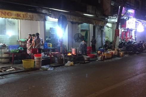 Muốn trở thành đô thị văn minh, Hà Nội không thể tiếp diễn những hình ảnh nhếch nhác, lộn xộn này