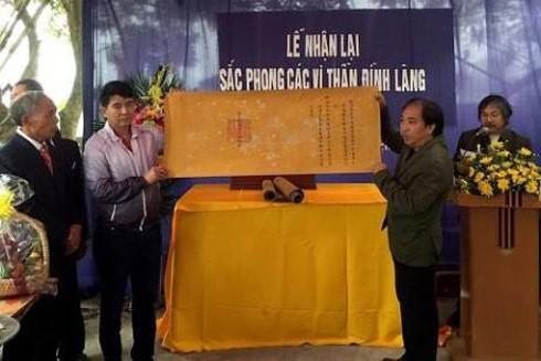 Nhóm Nhân sỹ Hà Đông trao trả 7 đạo sắc phong cho làng Gòi Thượng, Hà Nam