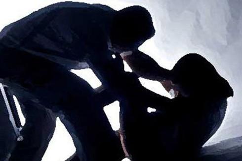 Giao cấu bất thành, nạn nhân nhảy lầu, phạm tội gì? ảnh 1