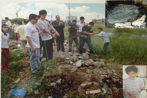 Các điều tra viên đưa Kim Ki Jong ra thực nghiệm hiện trường vụ án