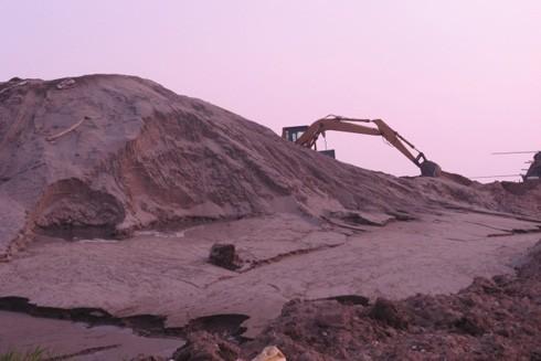 Tình trạng núp bóng nạo vét tranh thủ khai thác cát diễn ra phổ biến