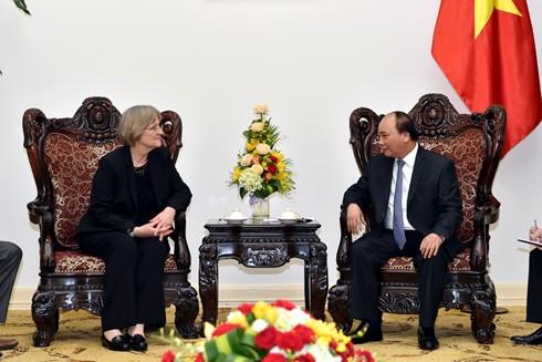 Thủ tướng Nguyễn Xuân Phúc tiếp bà Drew Gilpin Faust, Hiệu trưởng trường Đại học Harvard (Hoa Kỳ)