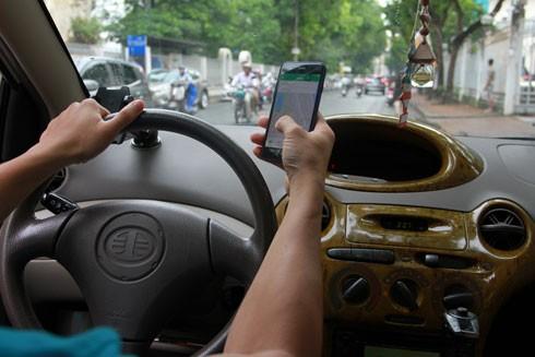 Quyền tự do riêng tư (vị trí đi lại) của người sử dụng dịch vụ taxi công nghệ dễ bị tiết lộ, theo dõi