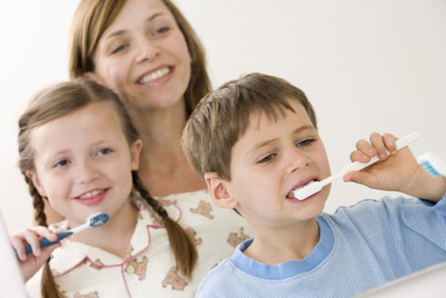 Sử dụng kem đánh răng cho trẻ thế nào cho an toàn? ảnh 1