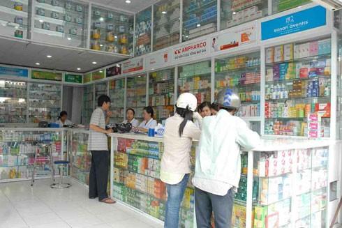 Việc mua bán thuốc kháng sinh tại các nhà thuốc hiện nay khá dễ dàng (Ảnh minh họa)