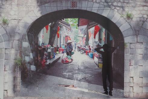 Vẽ bích họa trên phố Phùng Hưng: Nghệ thuật nhưng đừng quá hàn lâm