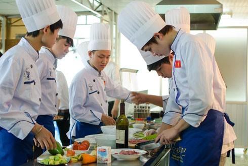 Lao động Việt Nam sang làm việc ở Sigapore chủ yếu trong các ngành nghề như dịch vụ khách sạn
