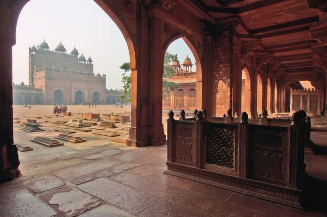 """Ở thành phố chết bị bỏ hoang 3 thế kỷ hóa """"Tử thành"""" bí ẩn ở Ấn Độ"""