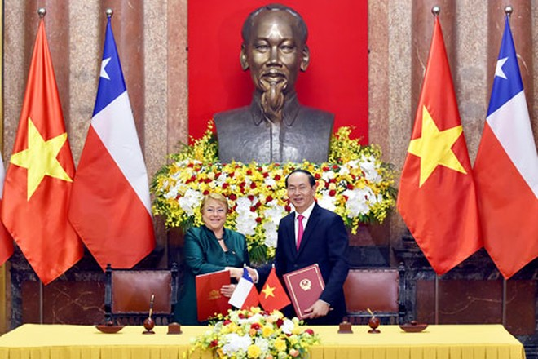 Chủ tịch nước Trần Đại Quang và Tổng thống Chile ký Tuyên bố chung