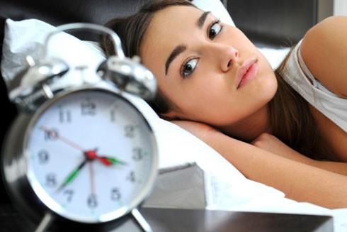 Những thói quen phá hoại giấc ngủ ảnh hưởng đến sức khỏe