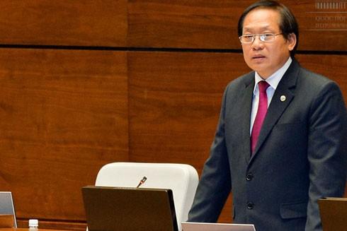 Bộ trưởng Bộ TT-TT Trương Minh Tuấn trả lời chất vấn trước Quốc hội