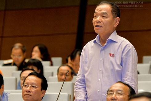 """Đại biểu Lê Thanh Vân (đoàn Cà Mau) hỏi """"nỗi lo lớn nhất của Thủ tướng về đất nước hiện nay là gì?"""""""
