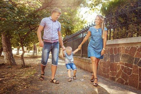 Cô Sergeeva và chồng, kẻ bị tình nghi giết con