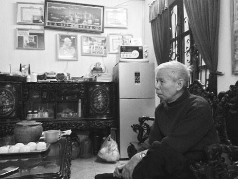 Cụ Nguyễn Văn Cầu, 80 tuổi, nhân chứng sự kiện máy bay Mỹ ném bom Khâm Thiên ngày 26-12-1972