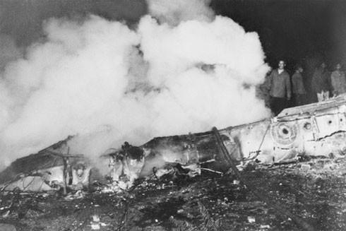 Máy bay B-52 bị dân và quân Hà Nội bắn rơi đêm 26-12-1972