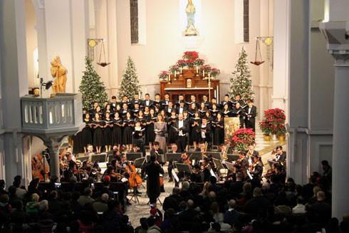 Đêm hòa nhạc Giáng sinh giúp đỡ người nghèo
