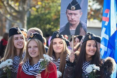 Một cuộc tuần hành của người ủng hộ ông Putin ở Matxcơva