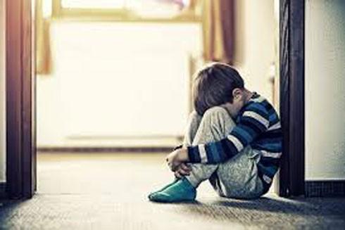 Mỗi tuần, Hiệp hội quốc gia ngăn ngừa nạn ngược đãi trẻ em tại Anh báo cáo 90 trường hợp trẻ em có dấu hiệu bị lạm dụng tình dục