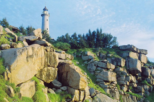 Đón ánh bình minh đầu tiên trên đất liền ở ngọn hải đăng hơn 120 năm tuổi