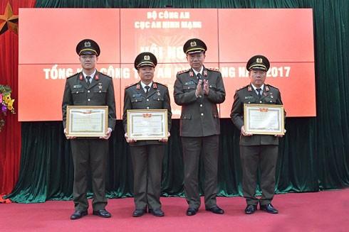 Bộ trưởng Bộ Công an Tô Lâm trao Bằng công nhận Chiến sĩ thi đua toàn lực lượng cho các cá nhân có thành tích xuất sắc