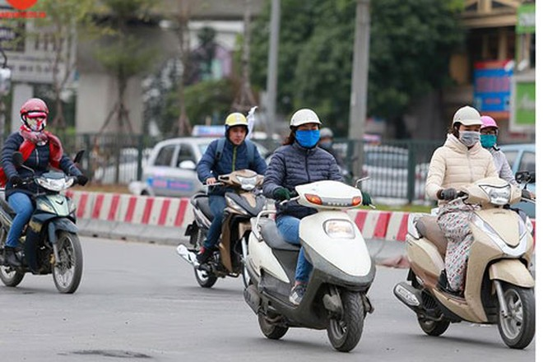 Thủ tướng yêu cầu thực hiện nghiêm quy định đội mũ bảo hiểm cho học sinh từ 6 tuổi trở lên được người lớn chở bằng mô tô, xe máy
