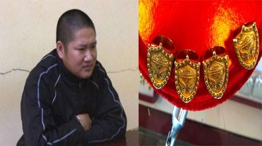Đối tượng Lộc Trung Sức và 4 chiếc nhẫn vàng giả bị thu giữ