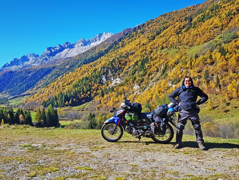 Chàng trai đi xe máy vòng quanh thế giới ảnh 1