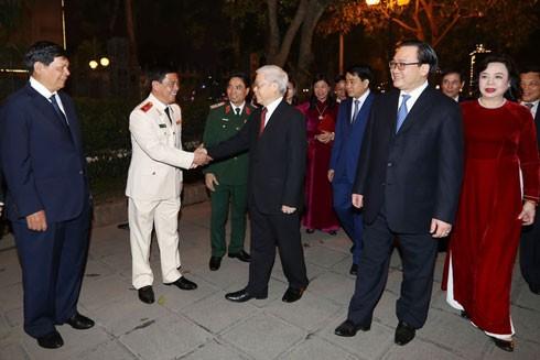 Tổng Bí thư Nguyễn Phú Trọng đến thăm, chúc Tết Đảng bộ, chính quyền và nhân dân Thủ đô Hà Nội
