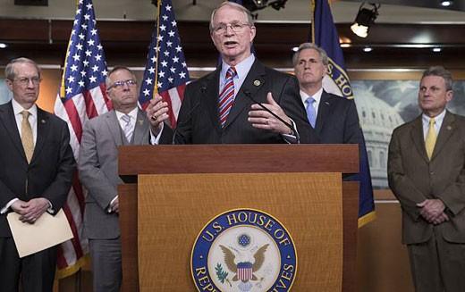 Chủ tịch Hạ viện Mỹ tuyên bố thông qua dự luật Chấm dứt bạo lực để đảm bảo an toàn trường học