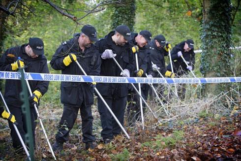 Cảnh sát tìm kiếm quanh khu vực tìm thấy thi thể Shabani